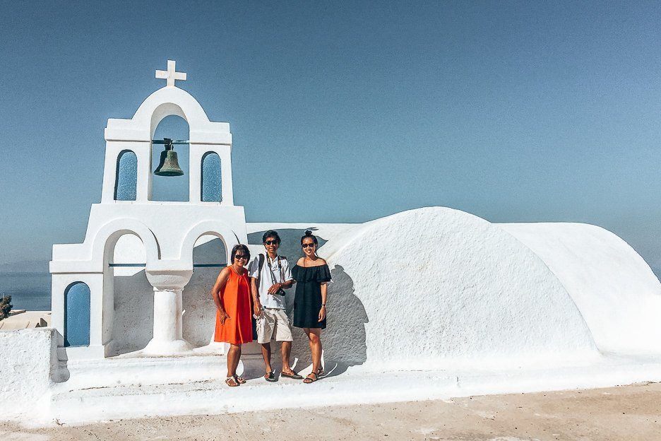 Jasmine with her parents in Santorini, Greece - Travelling with Parents