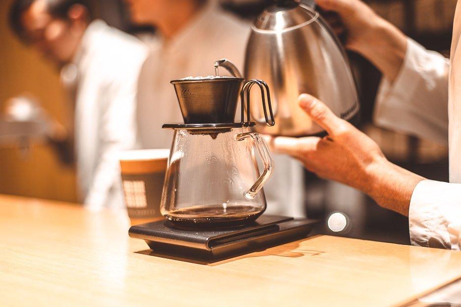 Kalita filter coffee preparation at Koffee Mameya | Tokyo Coffee Guide