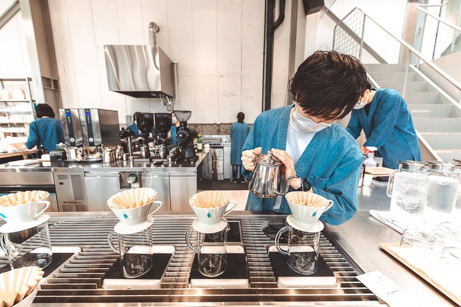 Barista preparing drip coffee at Blue Bottle Coffee | best specialty coffee in Tokyo