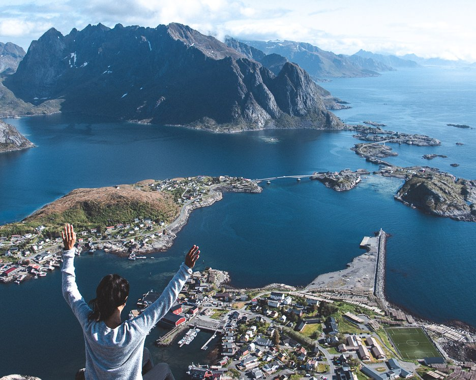 Hiking Reinebringen in Lofoten Norway: A story of overcoming mud and FOMO | hiking reinebringen 6