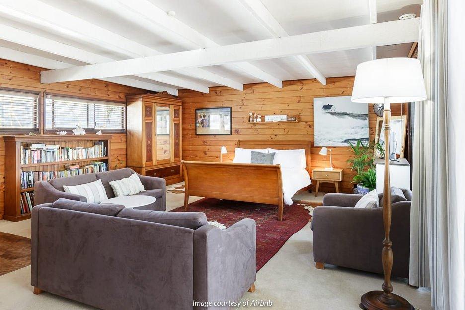 Wooden Retreat, Mermaid Waters | Gold Coast Airbnb